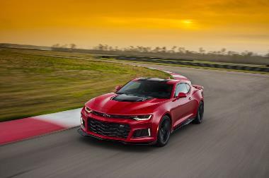 2020-Chevrolet-Camaro-ZL1-Front_left